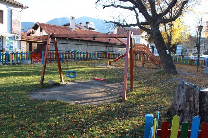Детска площадка център