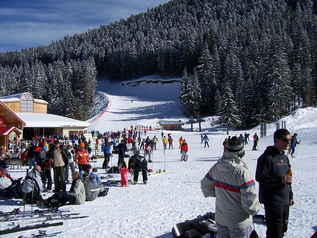 Скиори в Ски зоната