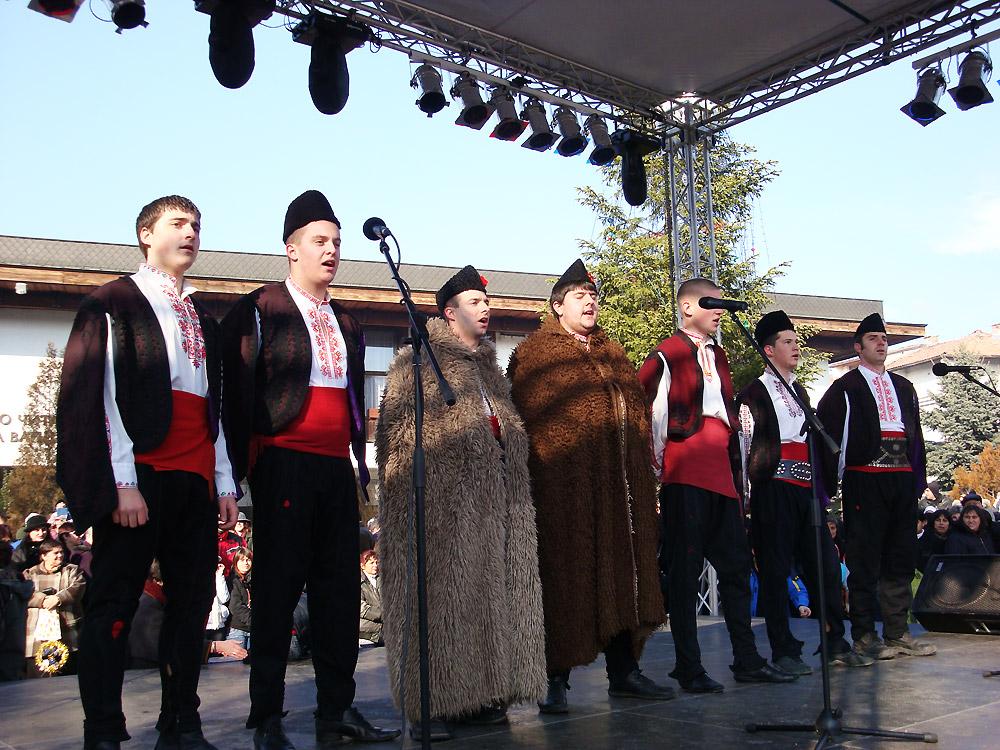 Банскалии пеят за Нова Година