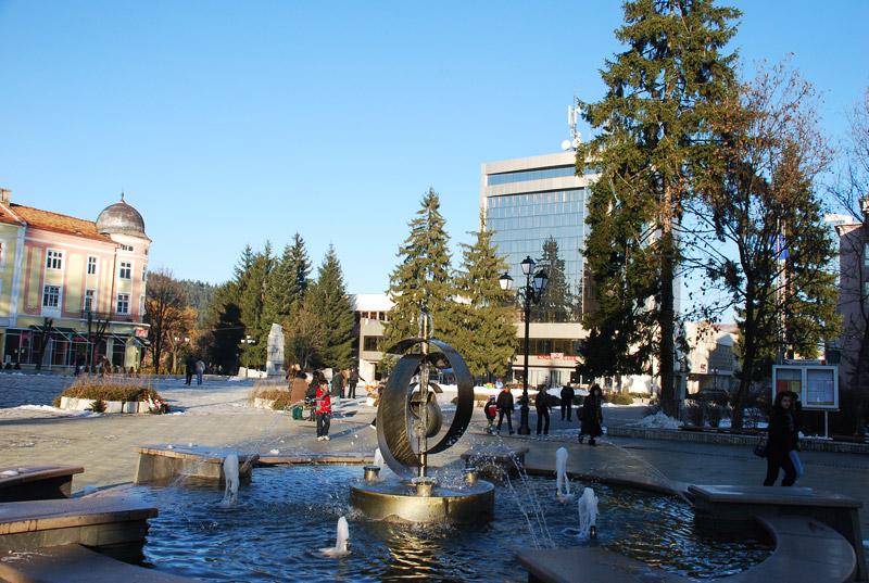 Площада в Разлог и Погледец