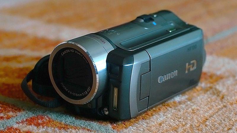2. Снимка на Canon HF100 Нова Full HD Видеокамера Mic - in Пълен комплект