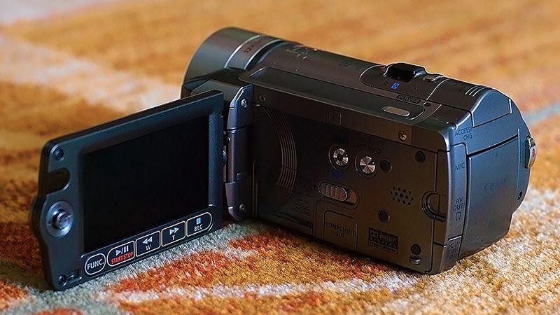 3. Снимка на Canon HF100 Нова Full HD Видеокамера Mic - in Пълен комплект