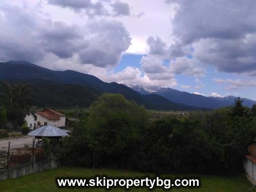BA698 - Двуетажна къща в град Добринище, с гледки към планин