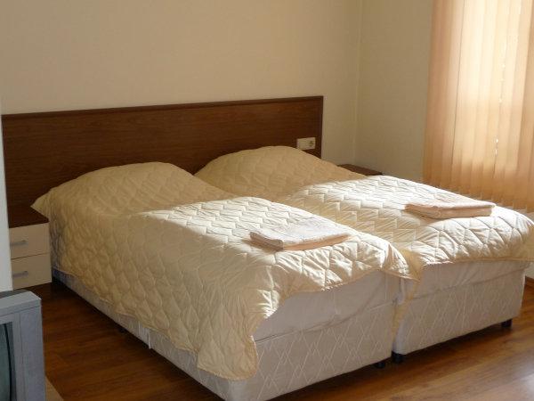 1. Снимка на Давам под наем студио и едноспални апартаменти